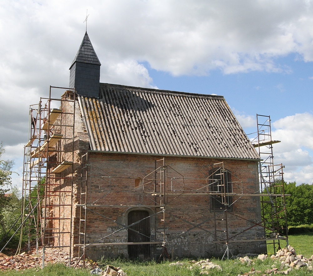 Chapelle Saint Julien à Dourlers en cours de restauration.